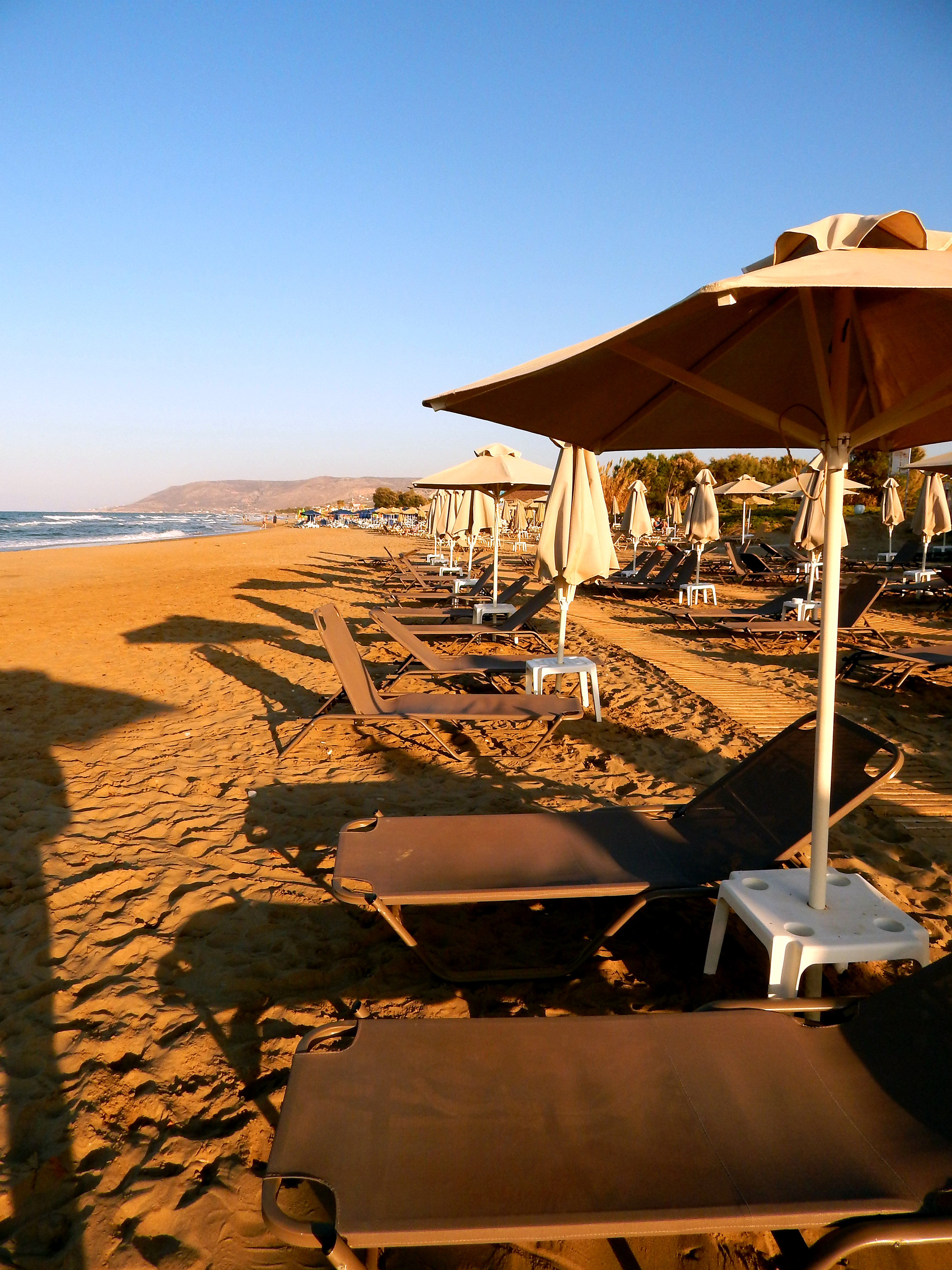 Beachbar Vantaris Beach abends (2)